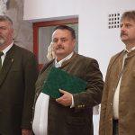 Pántya István (középen), a Sasbérc Vadásztársaság elnöke, a Nimród Érem kitüntetéssel
