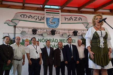 Vadászhimnusz a megnyitó ünnepélyen, Pintér Tímea előadásában